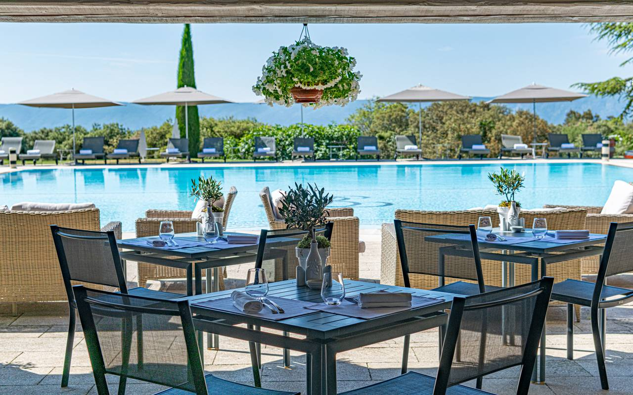 Terrace of the pool bar, next to the pool, michelin restaurant Gordes, hotel Les Bories