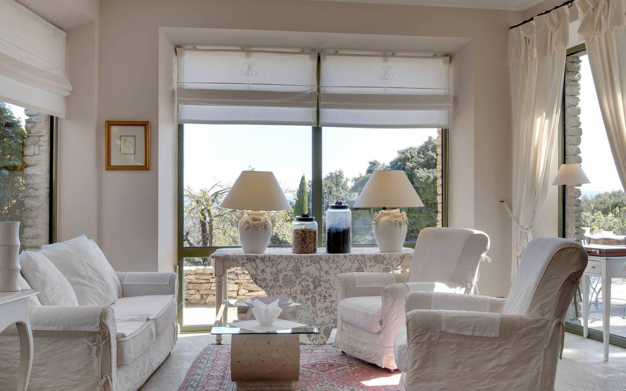 Bright and chic 5 star hotel in Gordes