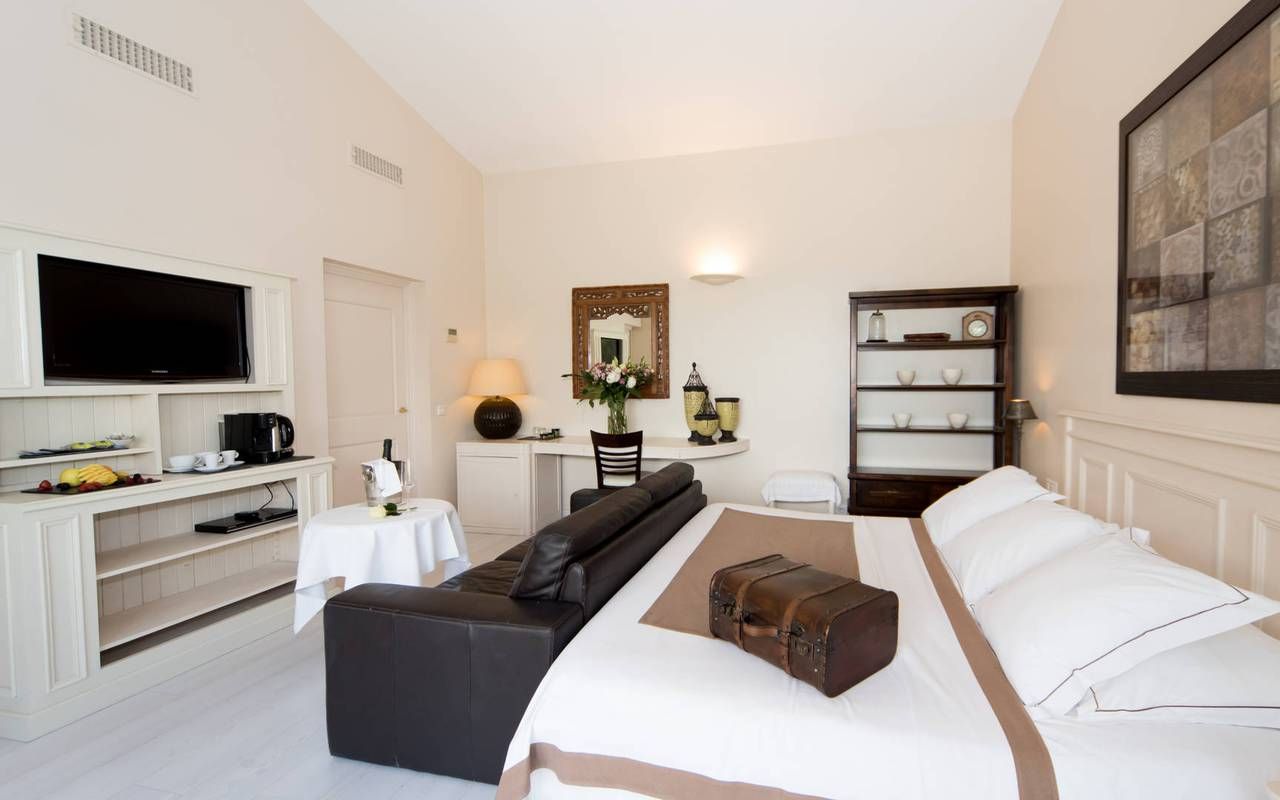 Comfortable 5 star luxury hotel room in the Luberon in Provence