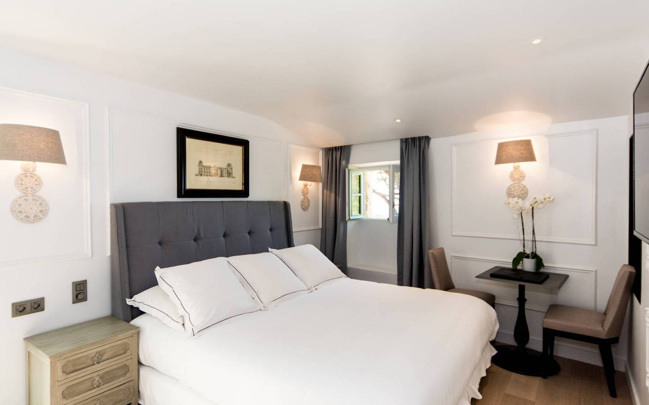 Luxurious room with comfortable bedding Les Bories hotel