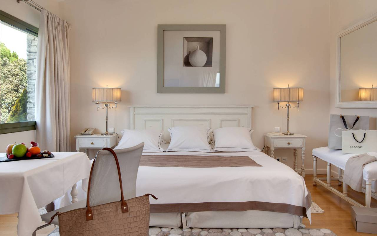 Quiet holidays charming hotel in Gordes