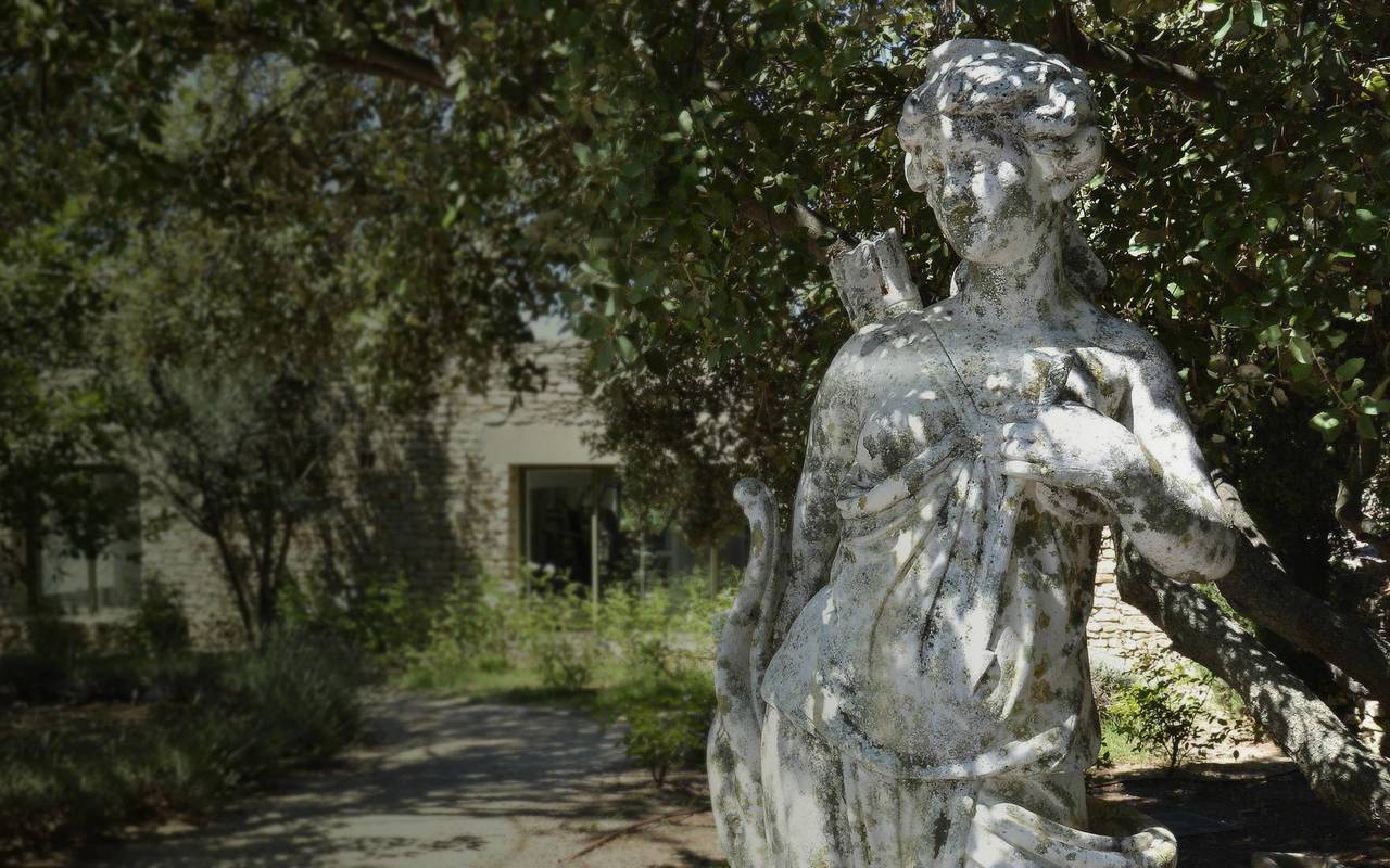 Refined luxury hotel statue Les Bories in Gordes