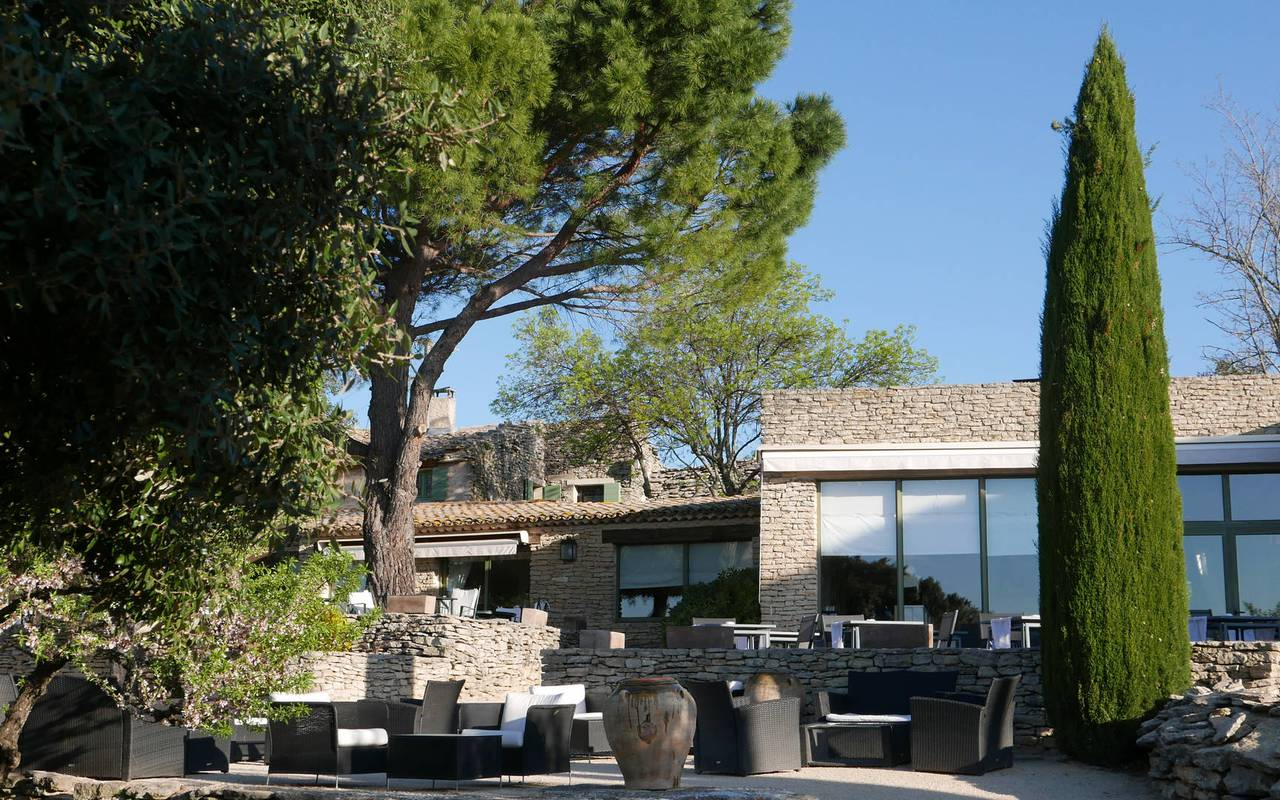 View of the hotel and the terrace, seminar Provence, Hotel Les Bories