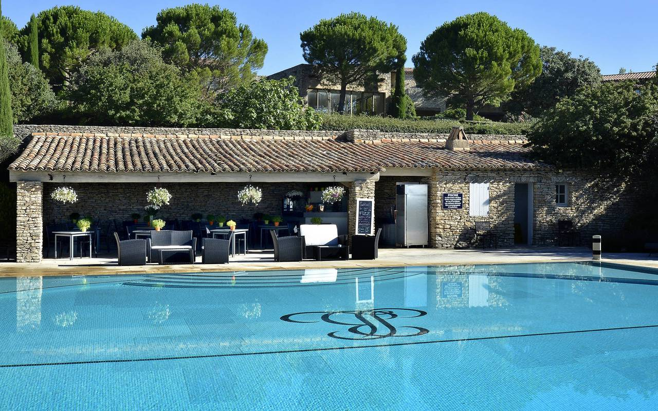 Pool bar luxury hotel in Gordes