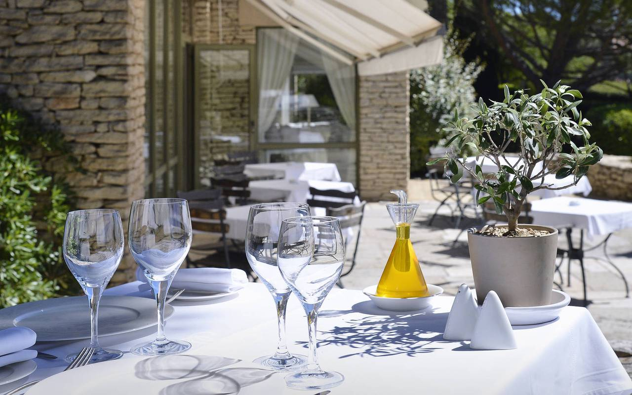 Lunch under the sun of Provence charming hotel in Gordes