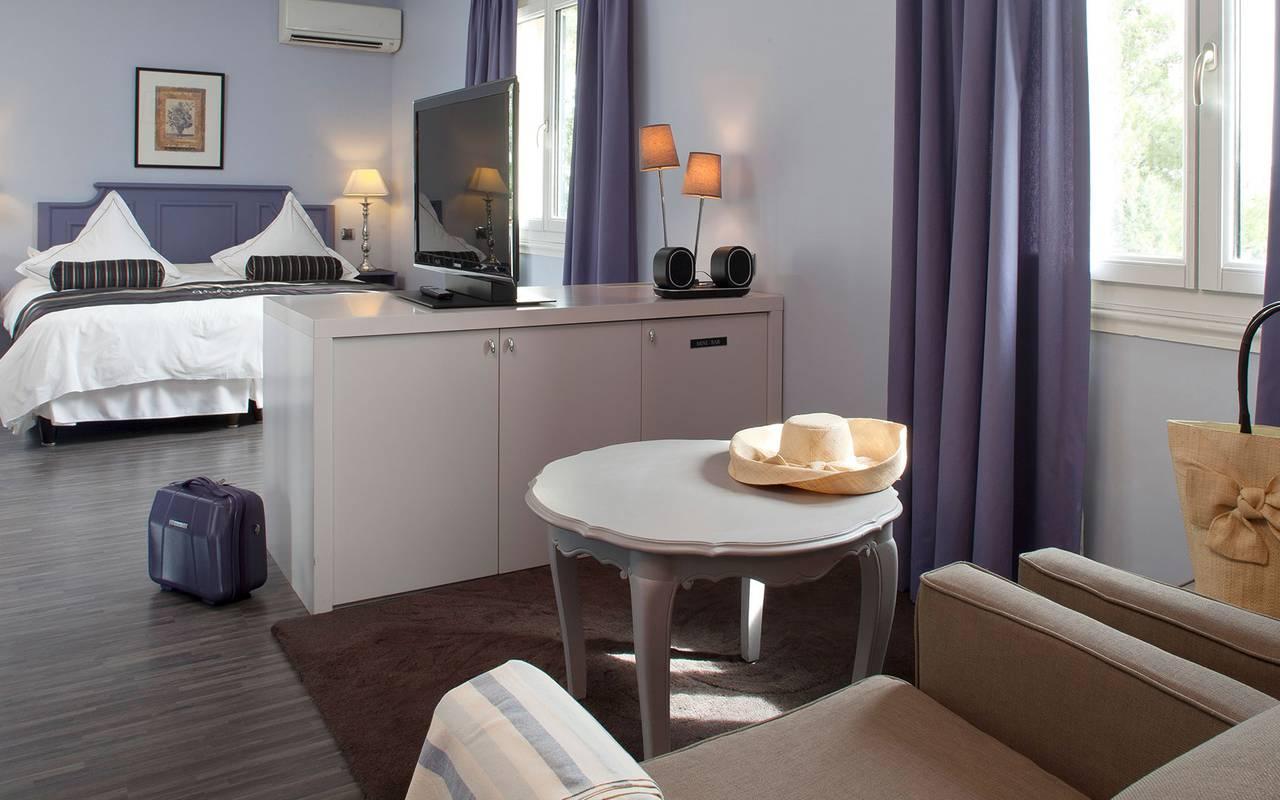 Chambre spacieuse et confortable, hôtel 5 étoiles saint remy de provence, Le Vallon de Valrugues & Spa.