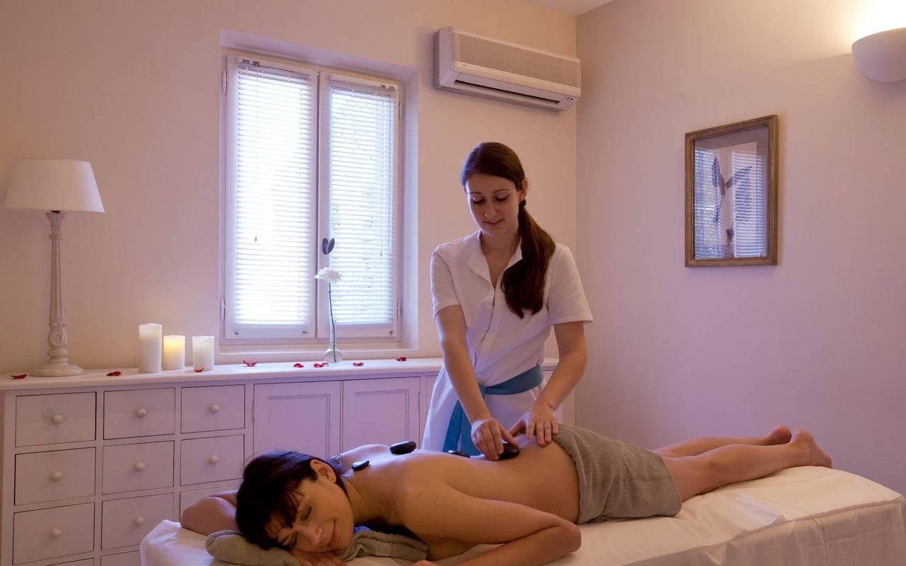 Massage dans un hôtel de charme à Gordes, Hôtel Les Bories