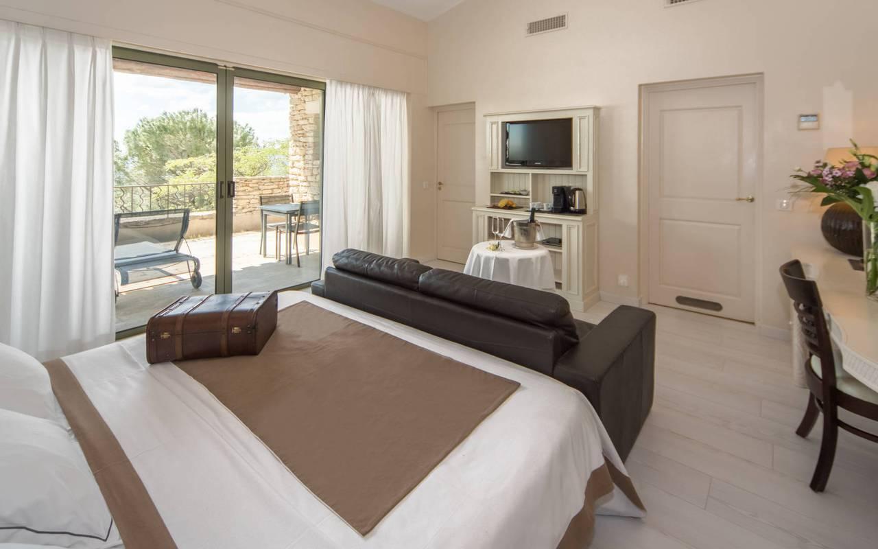 Grande chambre hôtel de luxe pour un séjour agréable en Provence