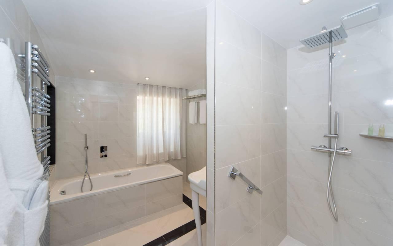 Salle de bain de luxe hôtel chaleureux en Provence