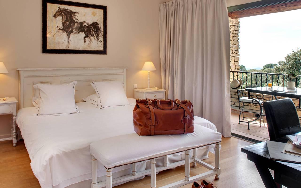 Vacances à Gordes dans une chambre confortable hôtel luxe en Provence