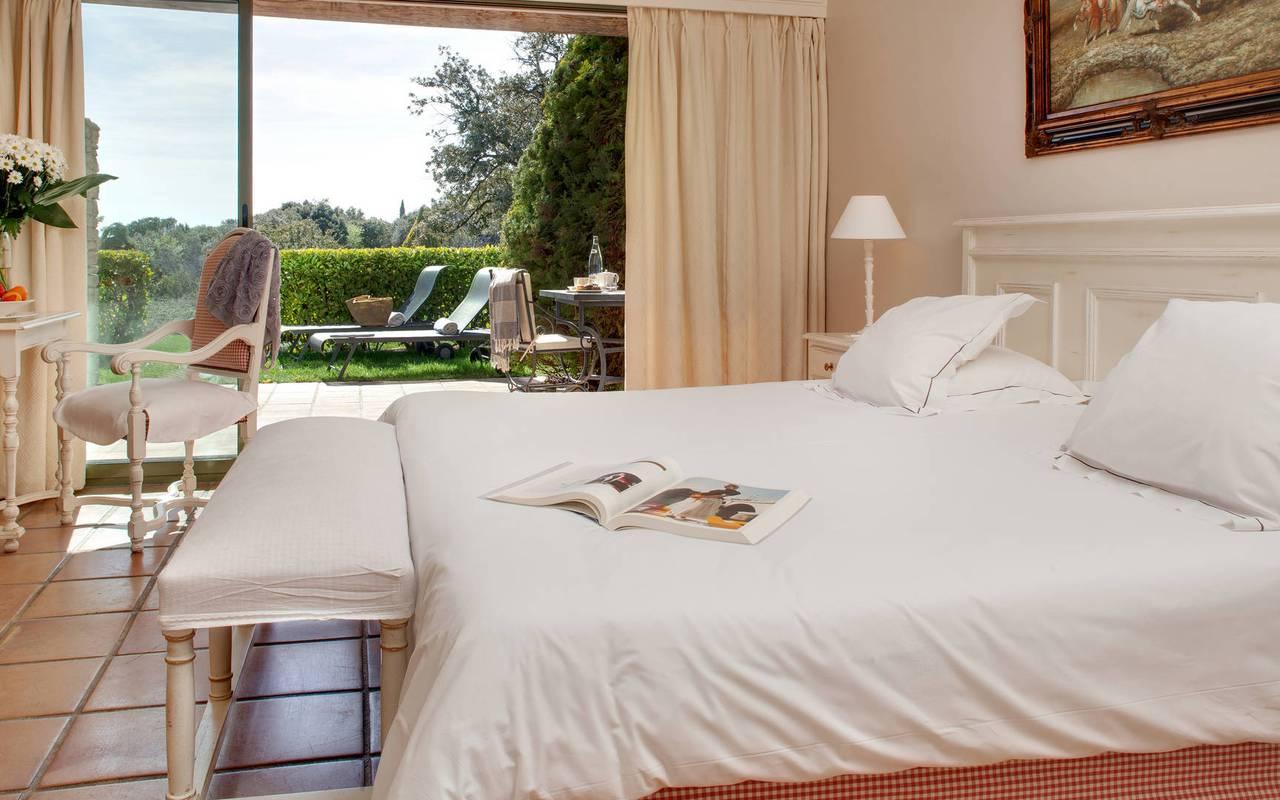 Chambre avec jardin hôtel de luxe à Gordes