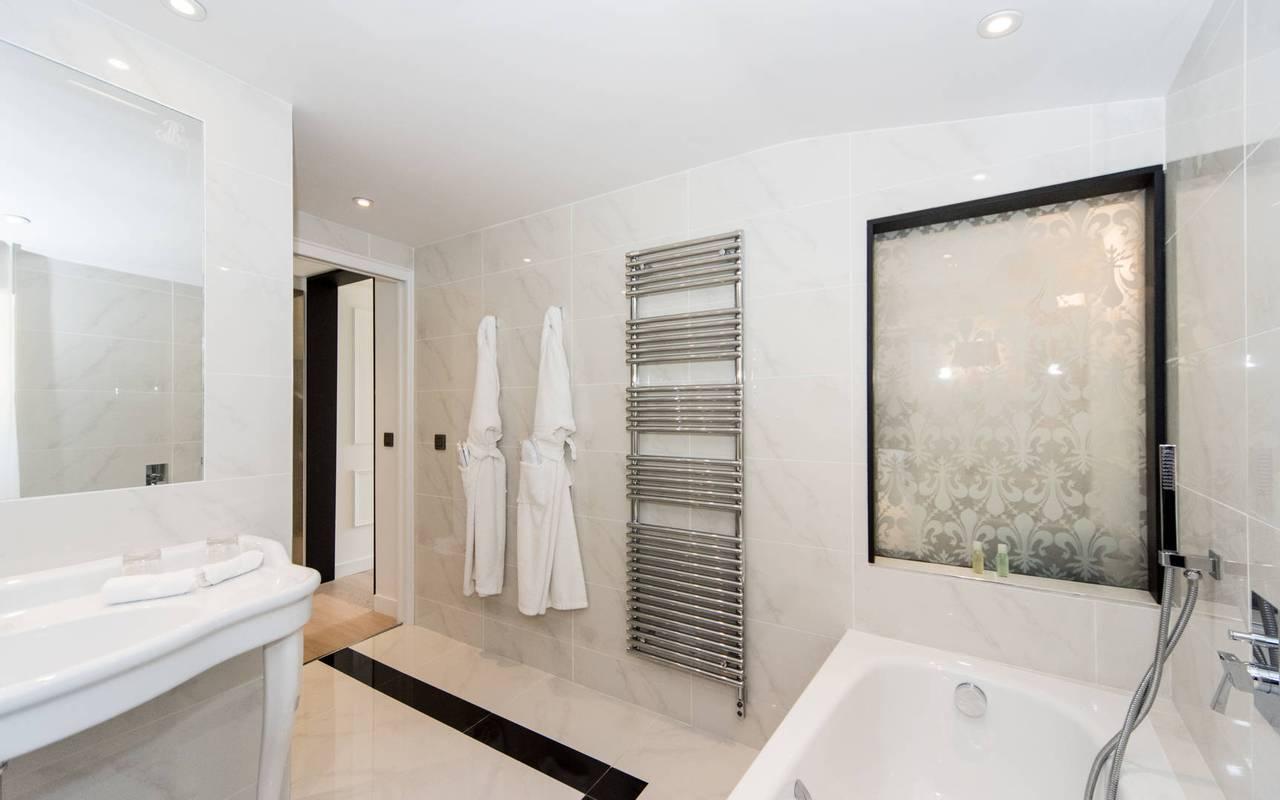 Vaste salle de bain hôtel de charme 5 étoiles à Gordes en Provence