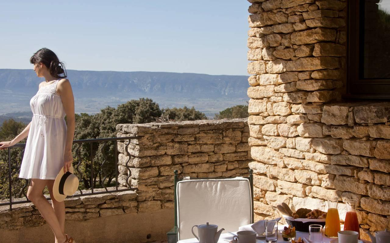 Hôtel 5 étoiles à Gordes superbe terrasse ensoleillée