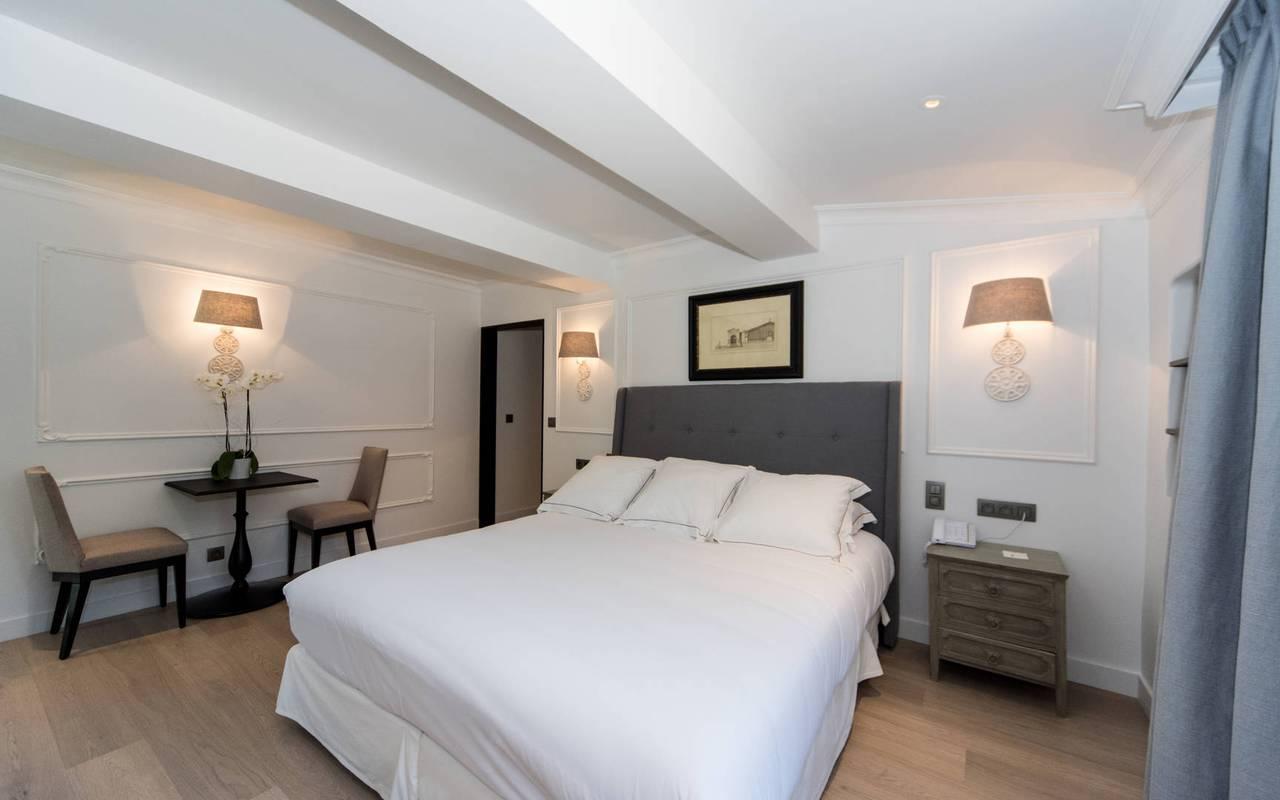 Séjour dans une chambre luxueuse à l'hôtel de charme Les Bories