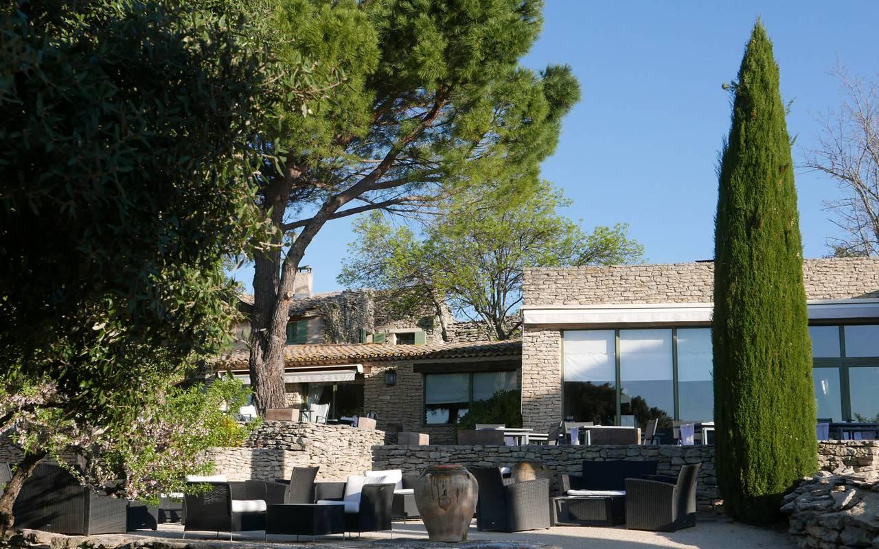 Hôtel de luxe à Gordes avec façade en pierre