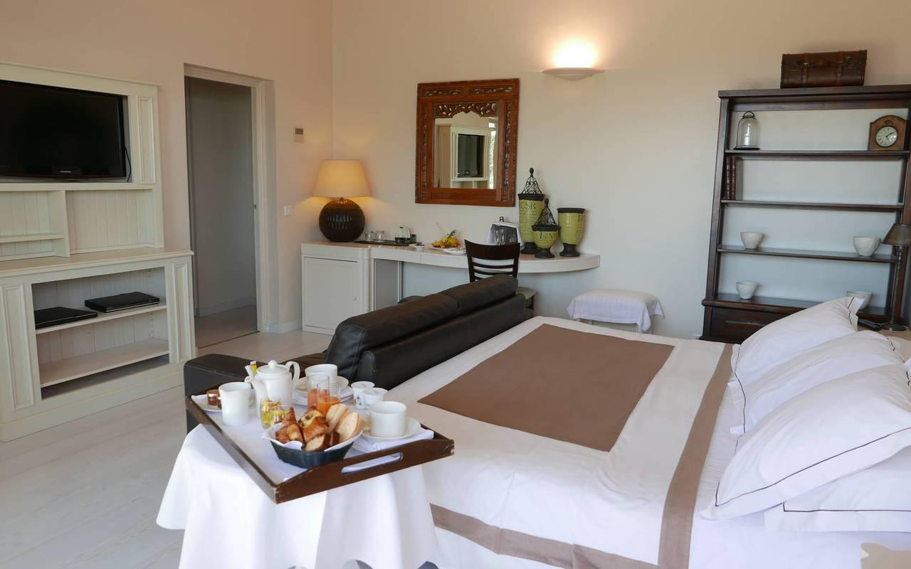 Petit déjeune en chambre à l'hôtel Les Bories à Gordes