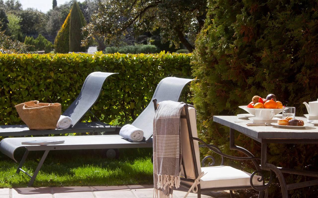 Repas au soleil hôtel de luxe à Gordes