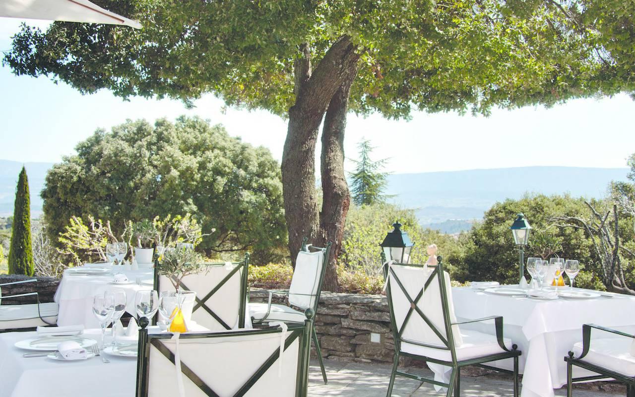 Terrasse avec vue incroyable, hôtel de luxe dans le Luberon, hôtel Les Bories