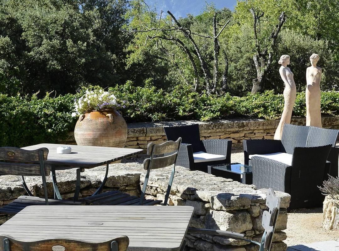Terrasse de charme pour séminaires à l'hôtel Les Bories 5 étoiles en Provence