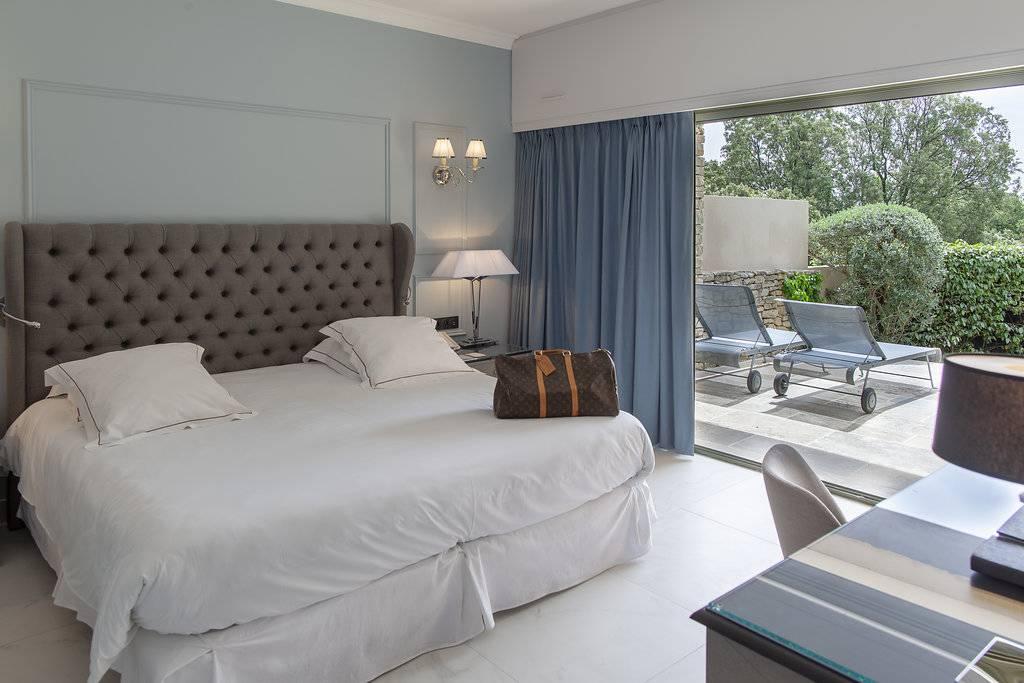 Grande chambre avec terrasse, hôtel spa Provence, hôtel Les Bories