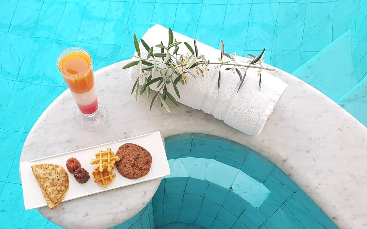 Déjeuner au bord de l'eau, hôtel spa Provence, Hôtel Les Bories