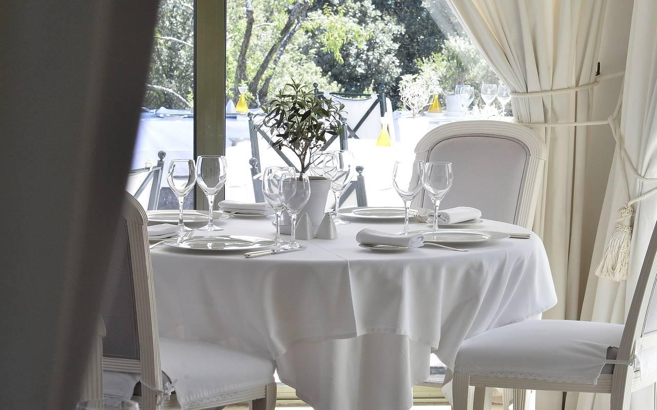 Repas élégant hôtel luxe avignon
