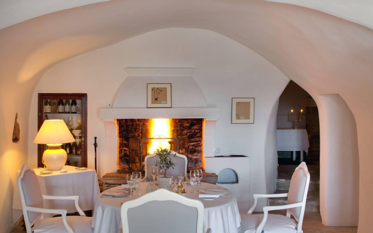 Salle de restaurant chaleureuse Hôtel Luberon