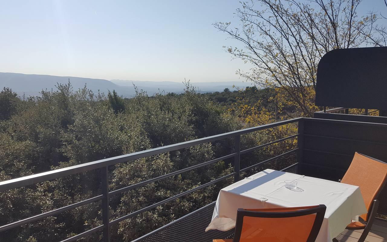 Balcon avec vue panoramique, hôtel de charme en Provence, hôtel Les Bories